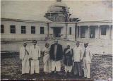 Dr. Ambedkar at Milind College, Aurangabad. From left are seen Architect Mr. Narvekar, Principal Mr. M. B. Chitnis, Mrs. Ambedkar, Dr. Ambedkar, Mr. Bole, Mr. Kamalakant Chitre, Registrar Siddharth College, Mr. B. H. Varale, the then Registrar of Milind College
