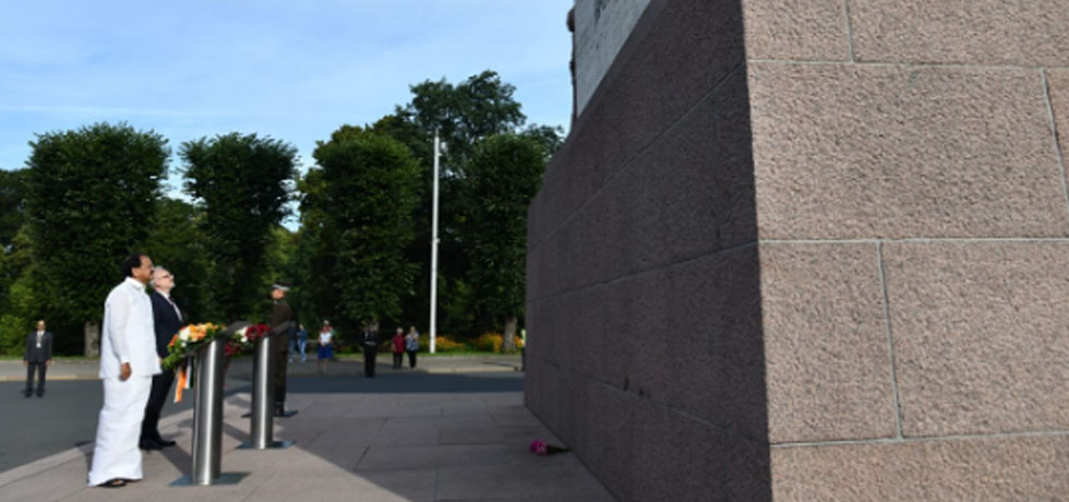 Vice President offers flowers at Freedom Monument in Riga, Latvia