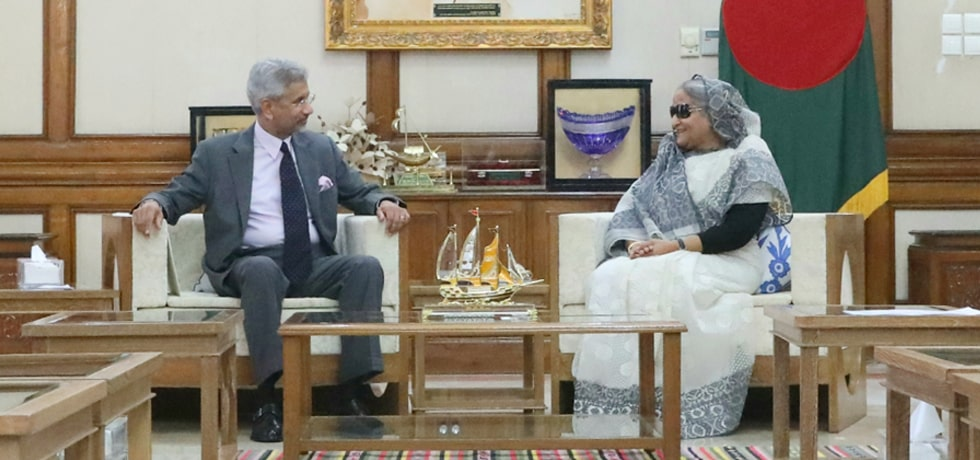 External Affairs Minister calls on Sheikh Hasina, Prime Minister of Bangladesh in Dhaka