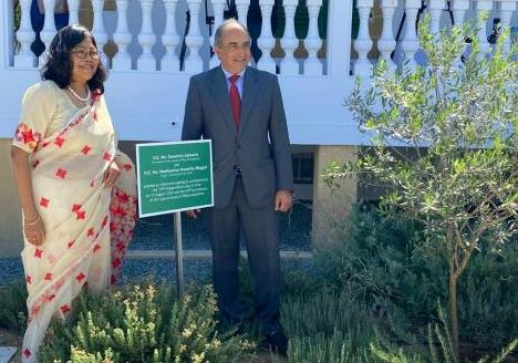 High Commissioner H.E Madhumita Hazarika Bhagat and Cypriot Parliament speaker H.E Demetris Syllouris planted an olive tree at House of Citizens to celebrate 74th Independence Day of India and 60th Anniversary of Cypriot parliament on 20 August 2020.